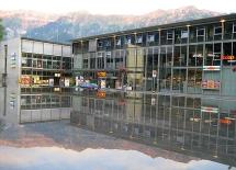 (c) C.Hurni: Sie finden die netfuchs gmbh vis-a-vis des Bahnhofs Interlaken Ost im zweiten Stock des COOP.